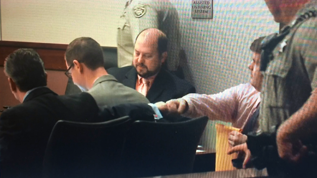 Justin Ross Harris greets his attorney with a fist bump (Source: WGCL)