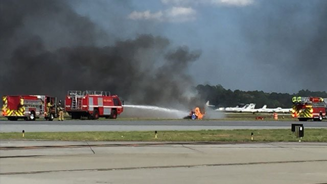 pilot killed in crash during airshow at dekalb peachtree. Black Bedroom Furniture Sets. Home Design Ideas