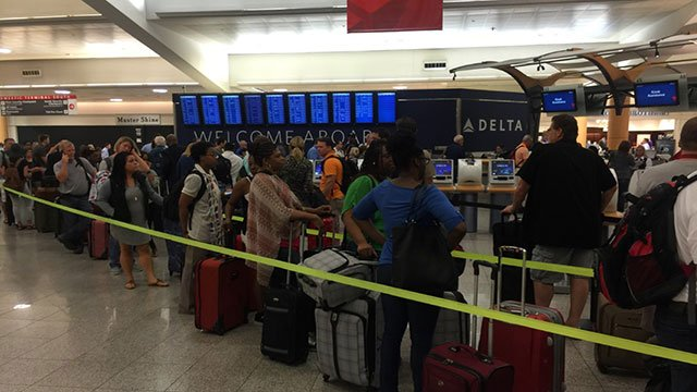 Crowds waiting at Hartsfield-Jackson (Source: WGCL)