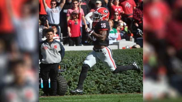 Georgia wide receiver Isaiah McKenzie (16) scores against Louisiana Lafayette during the first half of an NCAA college football game, Saturday, Nov. 19, 2016, in Athens, Ga. (AP Photo/John Amis)