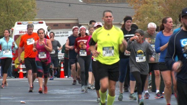Participants in the Marietta Gobble Jog on November 24, 2016. (SOURCE: WGCL)