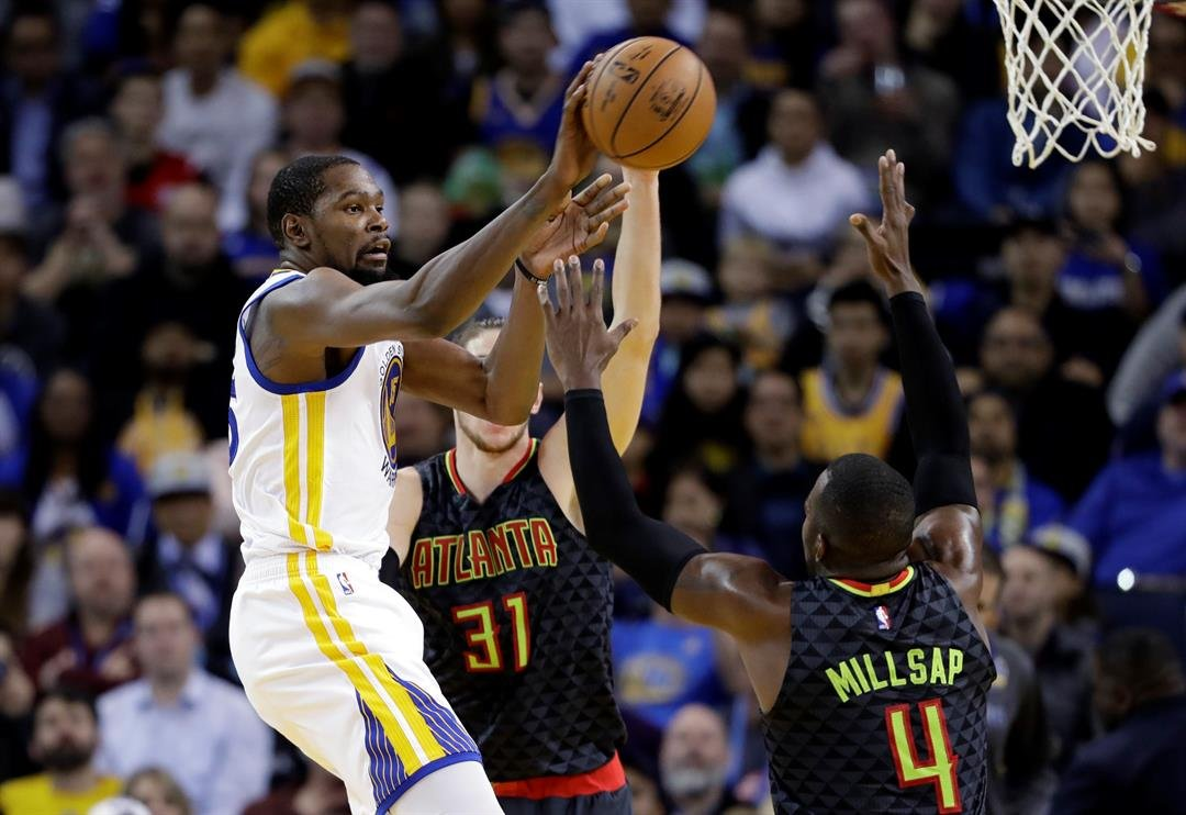 Golden State Warriors' Kevin Durant (35) passes during the second half of an NBA basketball game against the Atlanta Hawks Monday, Nov. 28, 2016, in Oakland, Calif. Warriors won 105-100. (AP Photo/Marcio Jose Sanchez)