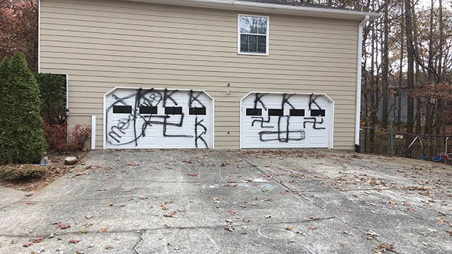 KKK spray painted on Acworth home. (WGCL)