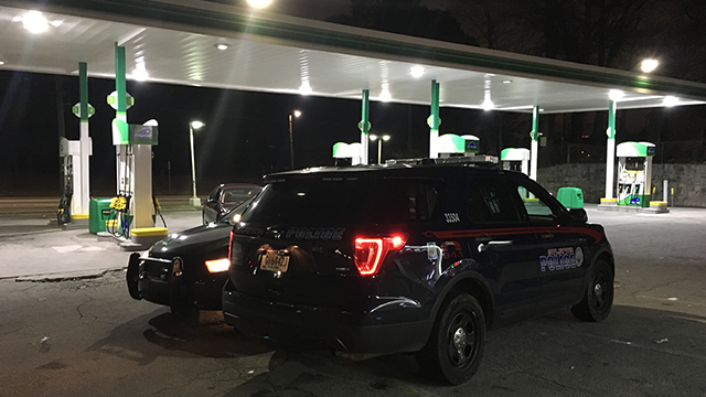 A Lyft driver who said he was robbed at gunpoint in NW Atlanta stopped at a BP station to contact police. (SOURCE: WGCL)