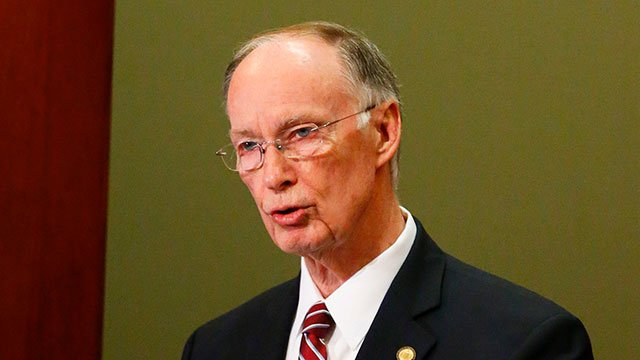 Alabama governor booked on misdemeanors, expected to resign
