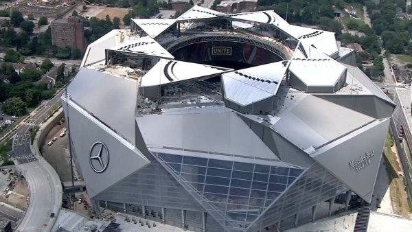 Problems persist with retractable roof on mercedes benz for Mercedes benz stadium roof