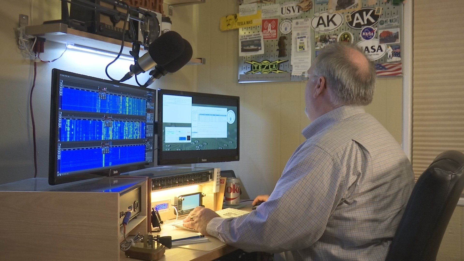 Jim Reed practices emergency radio communication (WGCL)