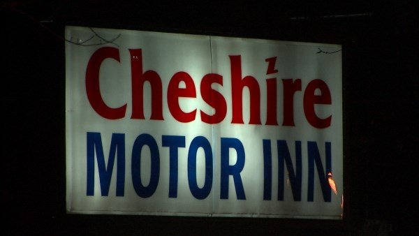 1 dead after family dispute turns deadly arizona 39 s family for Cheshire bridge motor inn