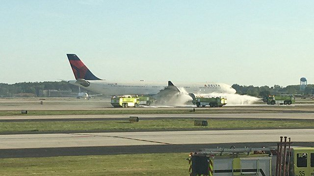 Engine fire causes Delta A330-300 to make emergency landing