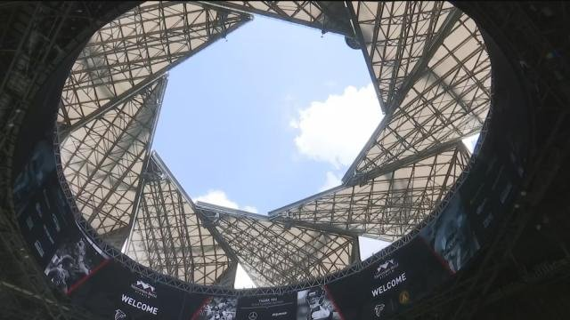 Retractable roof at mercedes benz stadium now complete for Mercedes benz alabama jobs