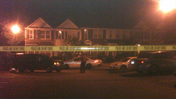 Jocelyn Connell/CBS Atlanta- Officers investigate the scene of a deadly shooting.