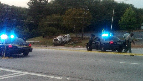Jocelyn Connell/CBS Atlanta- Seven people were in the car that fled an off-duty officer.
