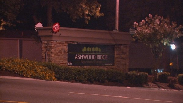 Mark Melvin/CBS Atlanta- A man was shot a the Ashwood Ridge Apartments late Tuesday.