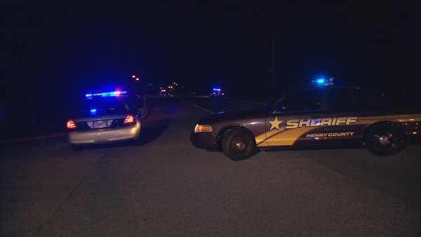 Chris Peters/CBS Atlanta- Officers investigate a double shooting at a Stockbridge home Tuesday evening.