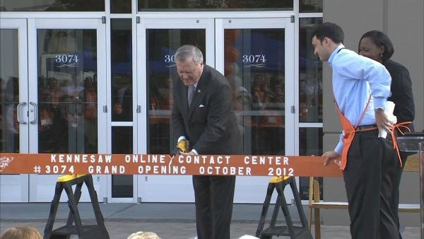 Gov. Deal at the ribbon cutting