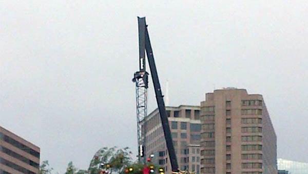 Broken crane, Courtesy: CNN employee Miriam Falco