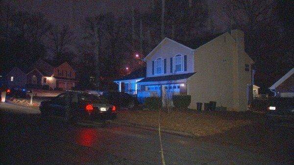 Mark Melvin/CBS Atlanta- Police investigate a fatal shooting outside a DeKalb County home.