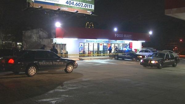 Mark Melvin/CBS Atlanta- DeKalb police investigate the scene where a man was shot in the shoulder.