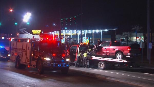 Mark Melvin/CBS Atlanta- Norcross police investigate a serious crash on Jimmy Carter Boulevard early Tuesday.