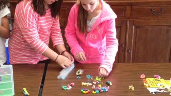 Davis Elementary School students making bracelets.