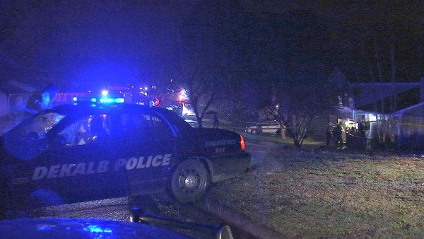 Joe Holland/CBS Atlanta- DeKalb police investigate a double fatal stabbing in Stone Mountain late Thursday.