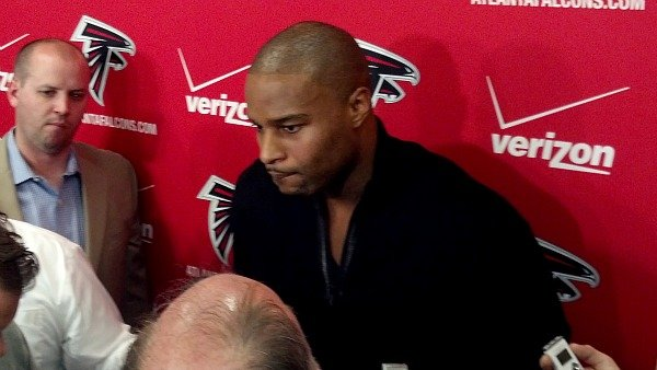Osi Umenyiora holds first news conference as an Atlanta Falcon