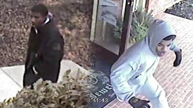 Gwinnett county robbers flee after owner pulls out gun for Jewelry stores in gwinnett county ga