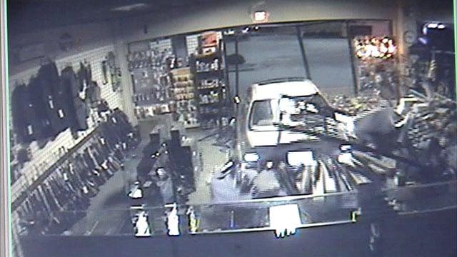 Gun store robbery Newnan GA courtesy kptv.com