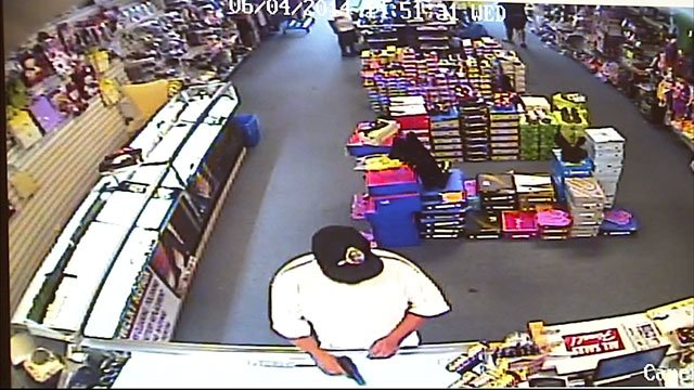 Video captures men stealing 20 000 worth of jewelry from for Jewelry stores in gwinnett county ga