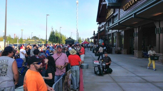 Outdoor enthusiasts in line for Cabela's grand opening in Acworth