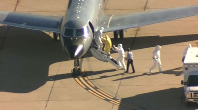 Amber Vinson walking onto the plane in Dallas