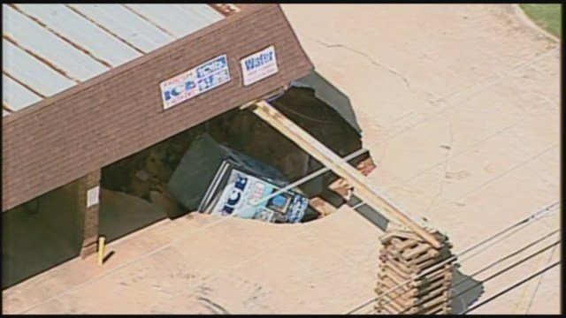 Sinkhole swallows ice machine in athens for Car detailing athens ga